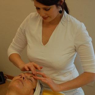 """Gesichtmassage in der Basisbehandlung """"Essential"""""""